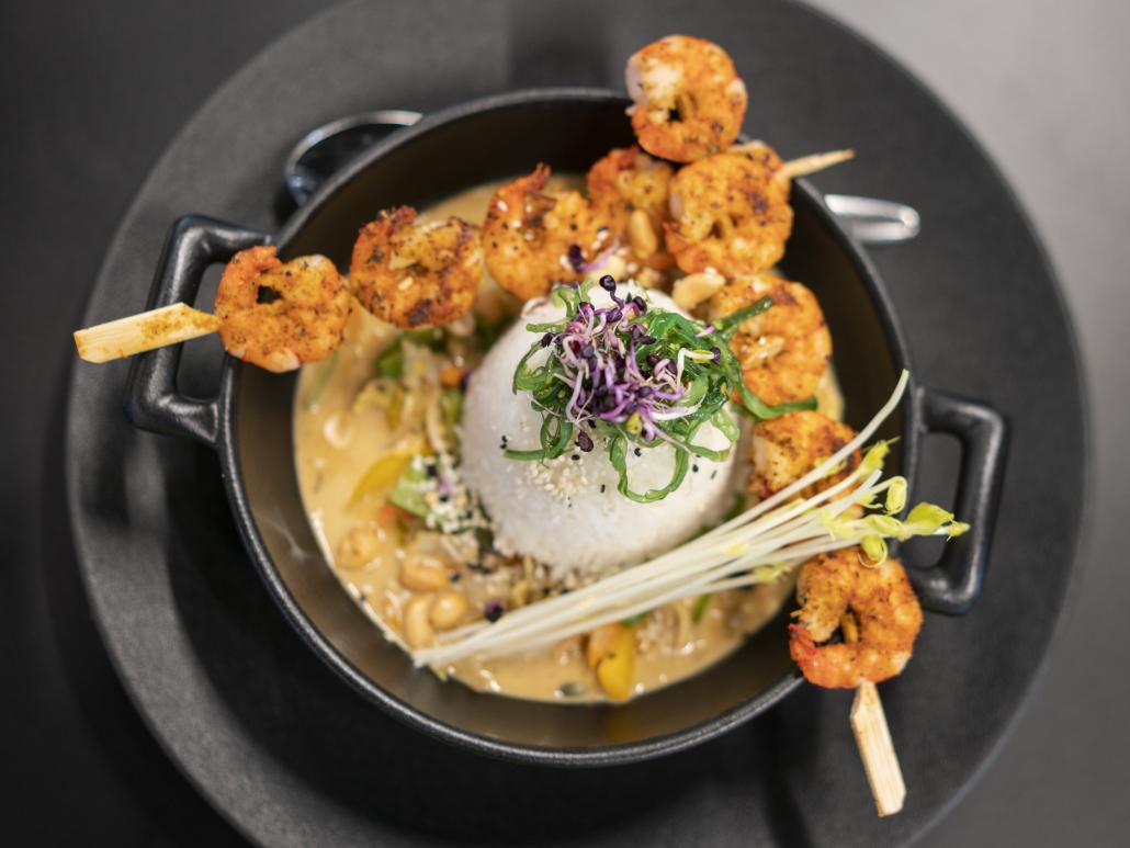 Asiatischer Duftreis mit Garnelen und frischem Wokgemüse in leckerer Sauce.