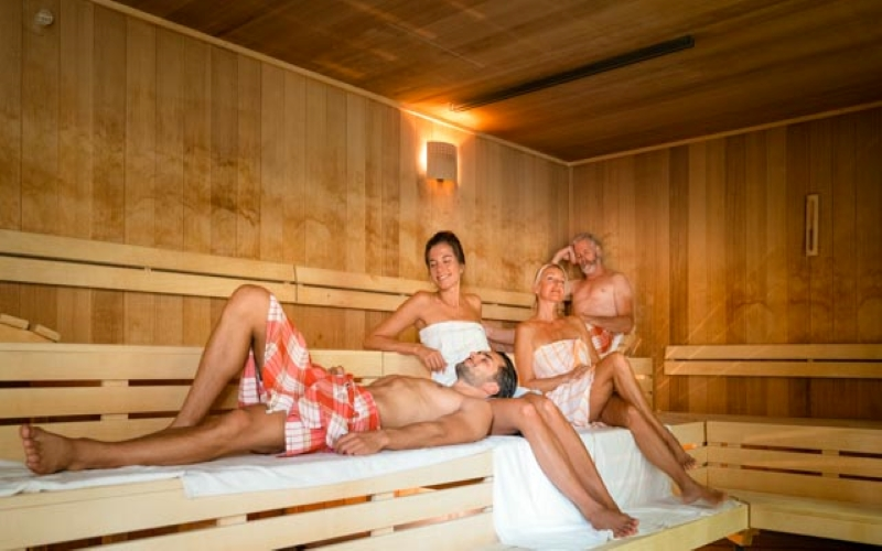 Sauna Pur Landschaft Gruppenfoto der Wohlfühl-Therme Bad Griesbach